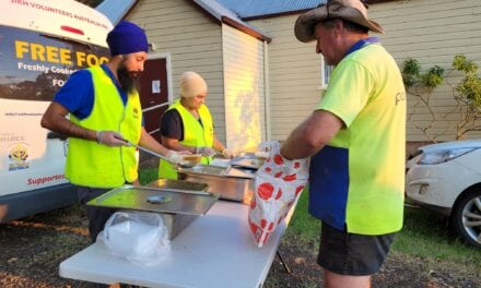 Sikh Volunteers Deliver Free Meals to Flood Victims
